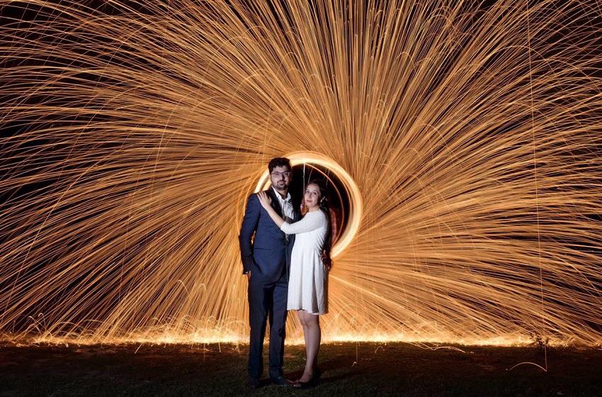 creative pre wedding shoot by Taj Framers Agra