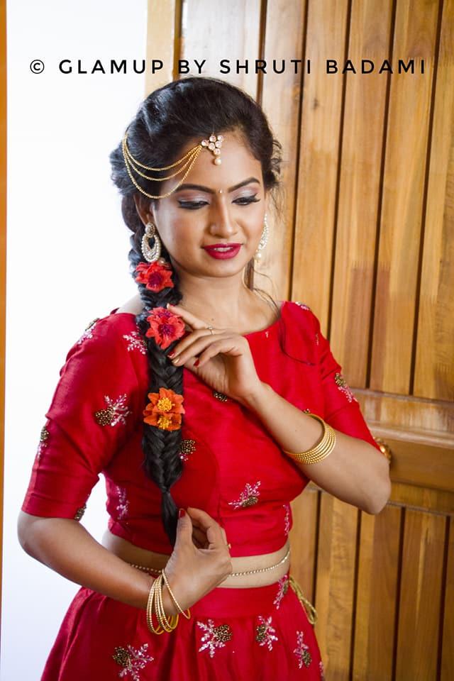 beautiful red dress for bride mehendi