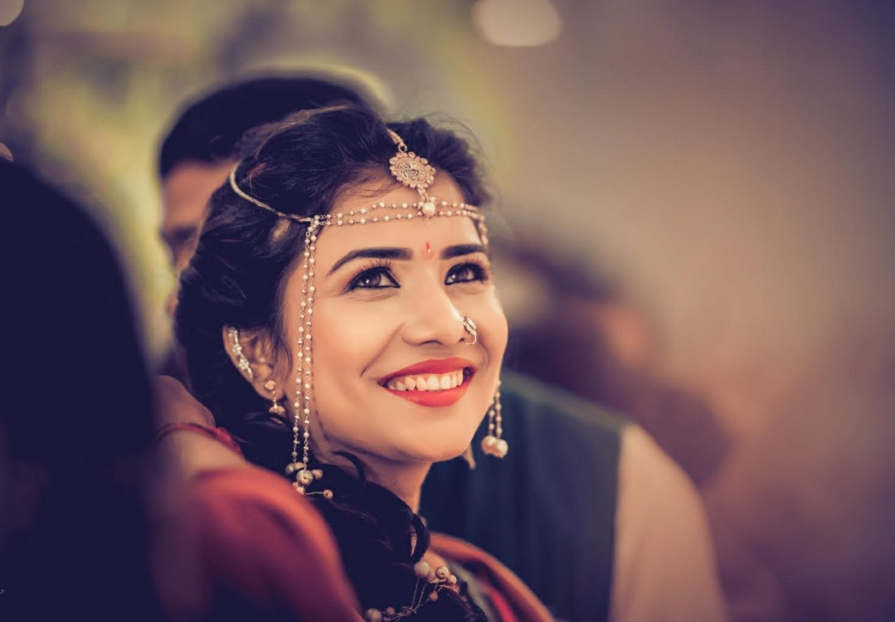 beautiful marathi bride in traditional wedding jewelry