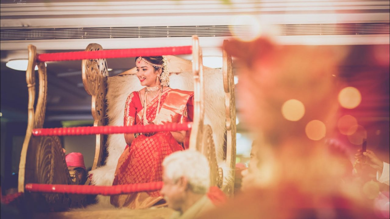 bride in red paithani sari and doli