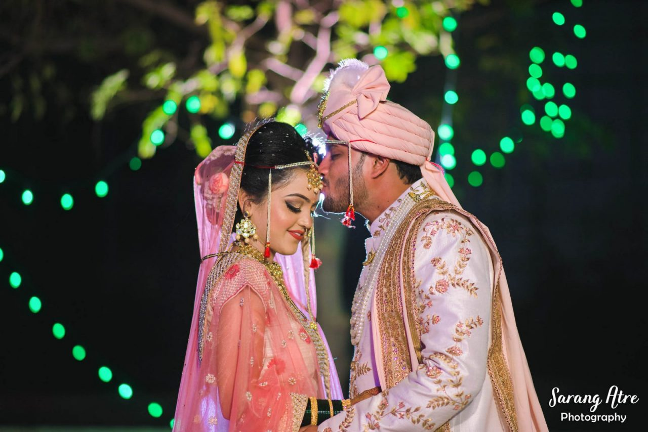 marathi wedding with beige and pink colors