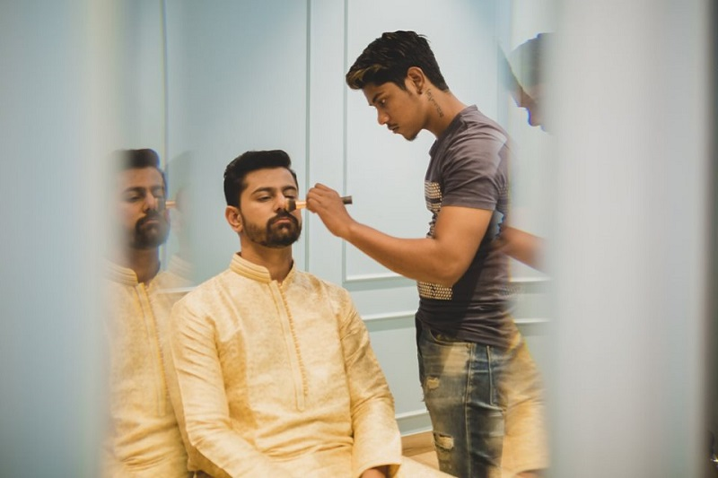 groom getting ready for his Indian wedding